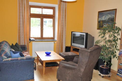 wohnzimmer ferienwohnung holzkirchen. Black Bedroom Furniture Sets. Home Design Ideas
